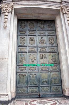 Basilica maindoor