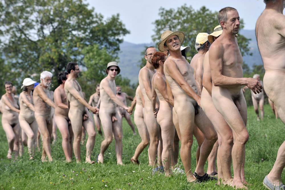 фото нудистов франции