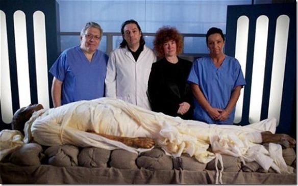 Stephen Buckley, equipe with Alan Billis mummy